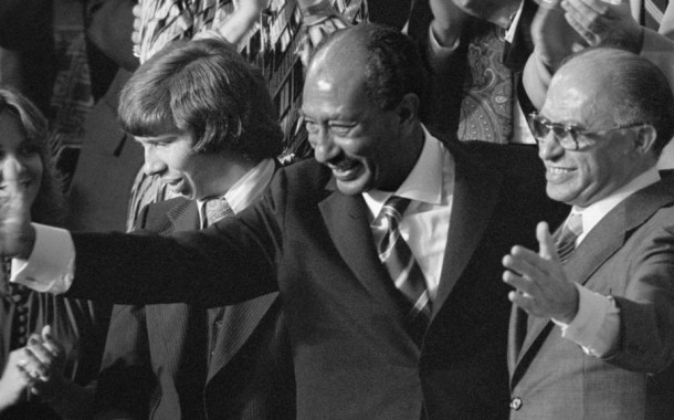 Premio Nobel per la Pace a Sadat e Begin